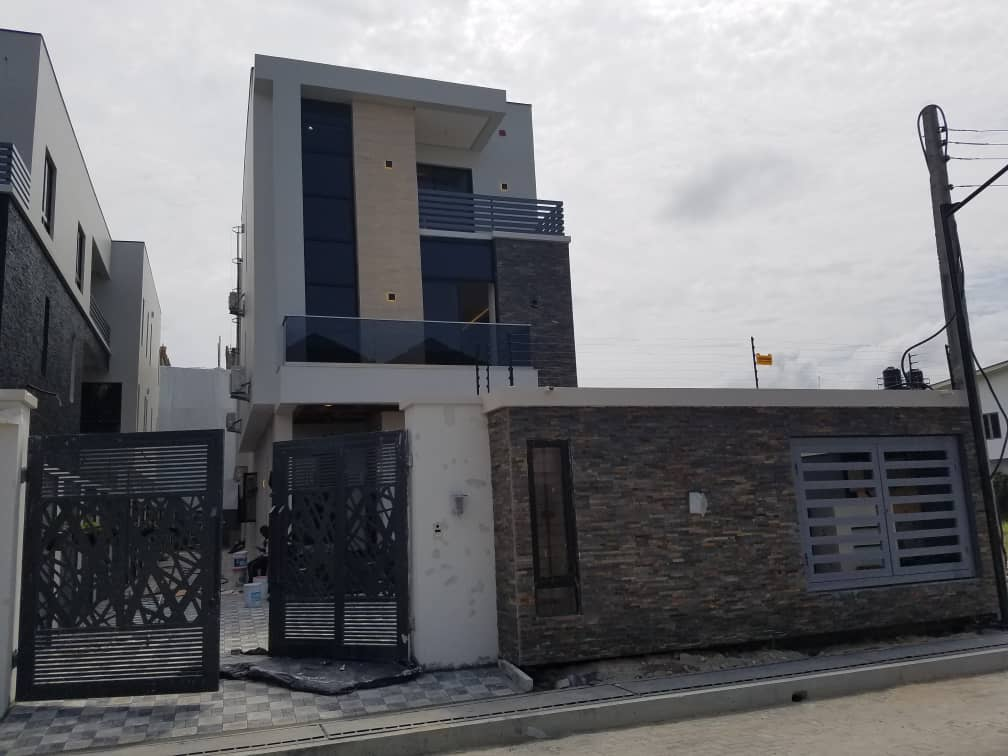 Newly built state of the art Luxury detached duplex on 430sqm for sale  at lekki phase 1