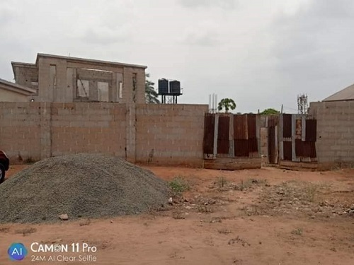 Uncompleted duplex. 5 bedroom all en-suit, with 2 parlors, A security house for sale